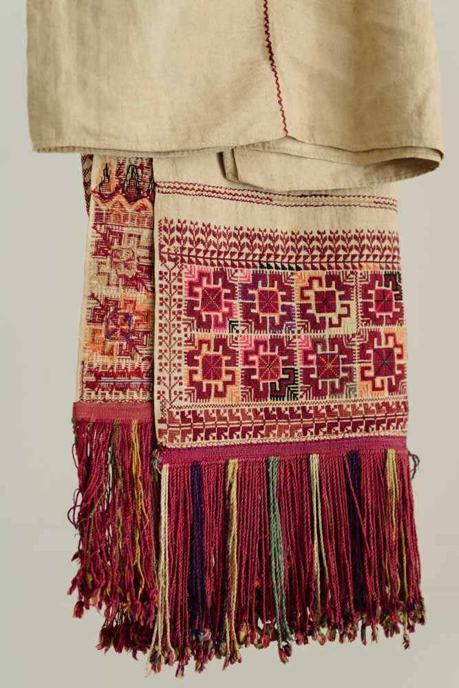 Detail of a shawl from Hebron, late nineteenth century, from the collection of Malak Al-Husseini Abdulrahim, image Tanya Traboulsi for the Palestinian Museum.